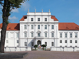 Station 2: Schloss Oranienburg