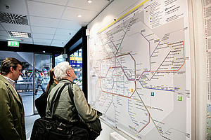 Find your way with various-sized route network maps around the stations.