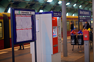 Ticket machines which provide fare information are located next to showcases that display updated train schedules.